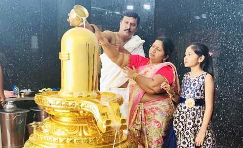 gold shiva linga abhishekam